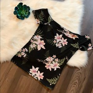 Guess off the shoulder floral top
